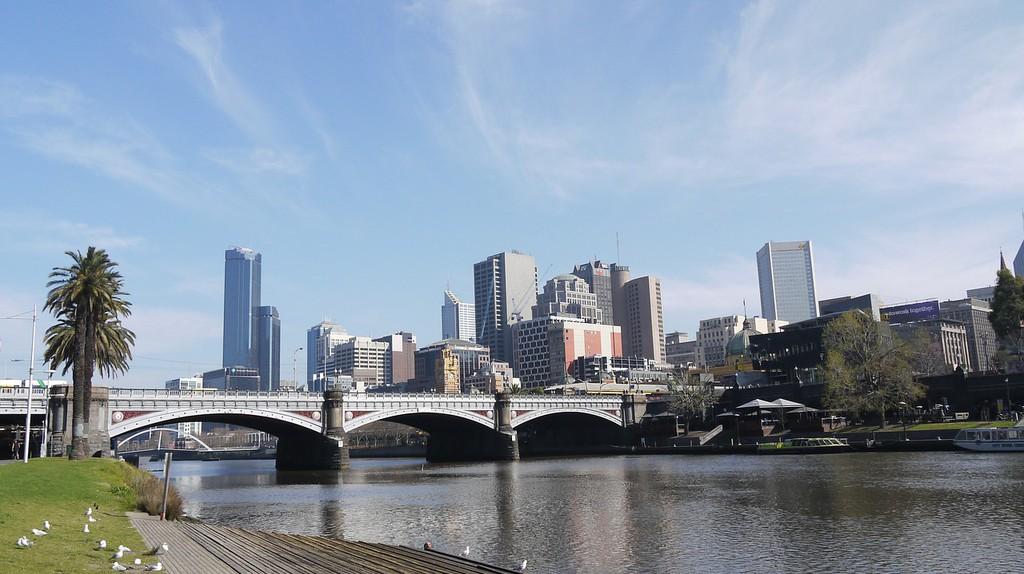 https://pixabay.com/en/river-banks-city-sun-melbourne-368690/