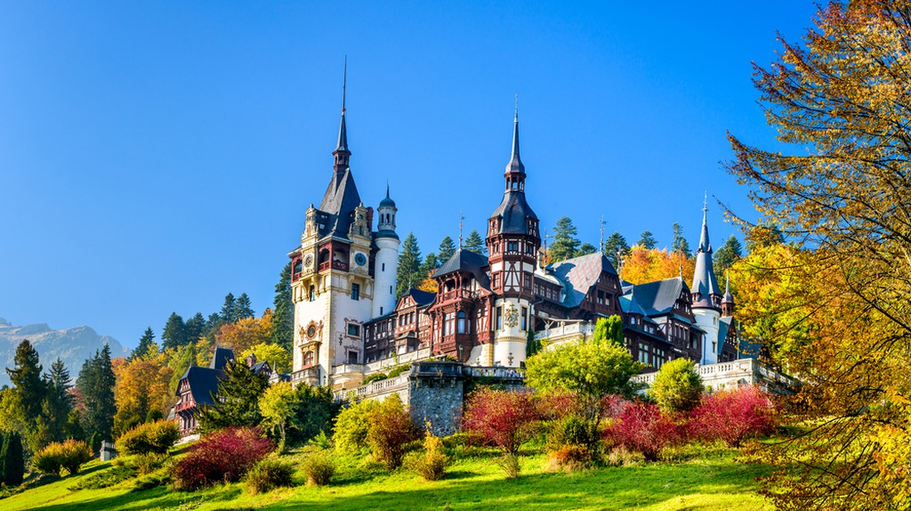 Peles Castle, Romania. Beautiful famous royal castle and ornamental garden in Sinaia landmark of Carpathian Mountains in Europe | © Emi Cristea/Shutterstock
