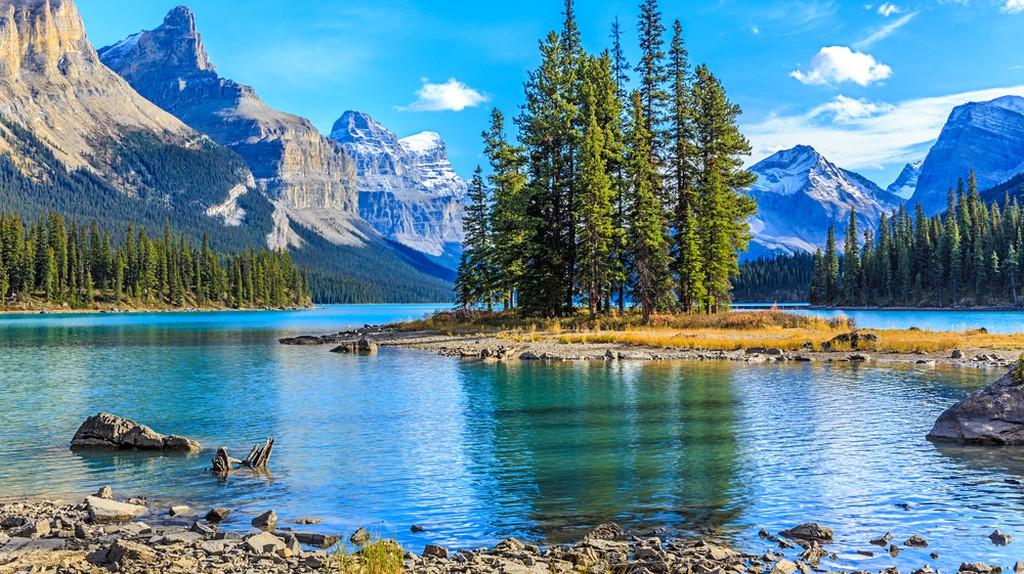 Spirit Island at Maligne Lake | © Elena Suvorova / Shutterstock