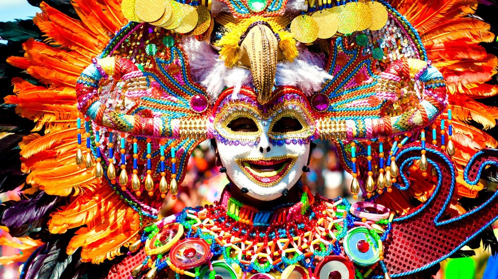 Colorful, Smiling Mask |© Hijodeponggol / Shutterstock