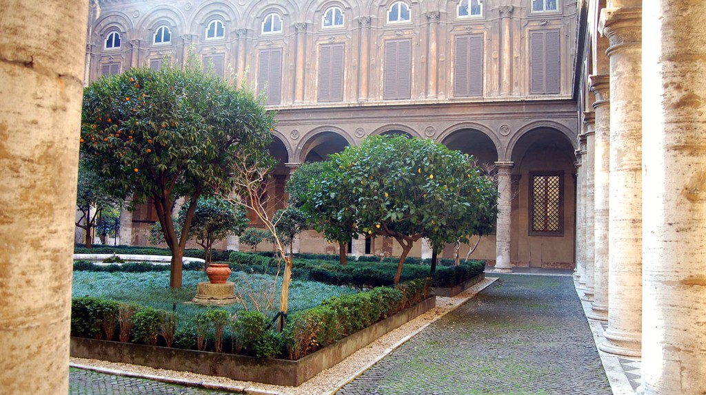The Courtyard Inside Palazzo Doria Pamphilj | © Livia Hengel