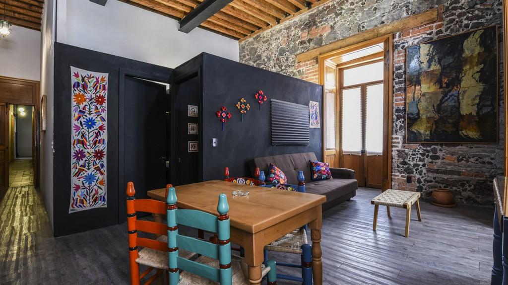 Cristian's Airbnb (Artsy Balcony Flat)   © Airbnb