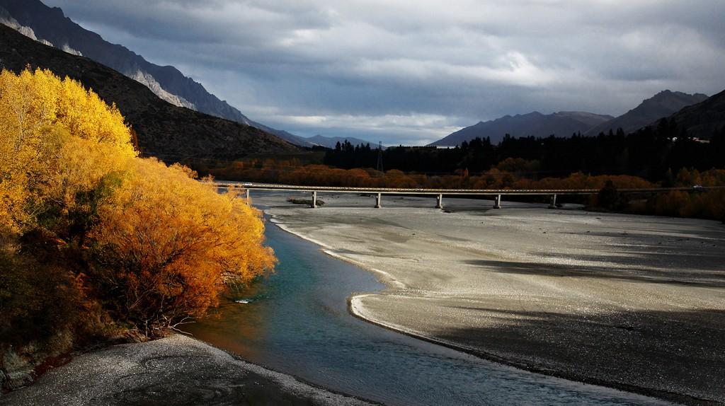 Autumn on the Shotover River   © Bernard Spragg/Flickr