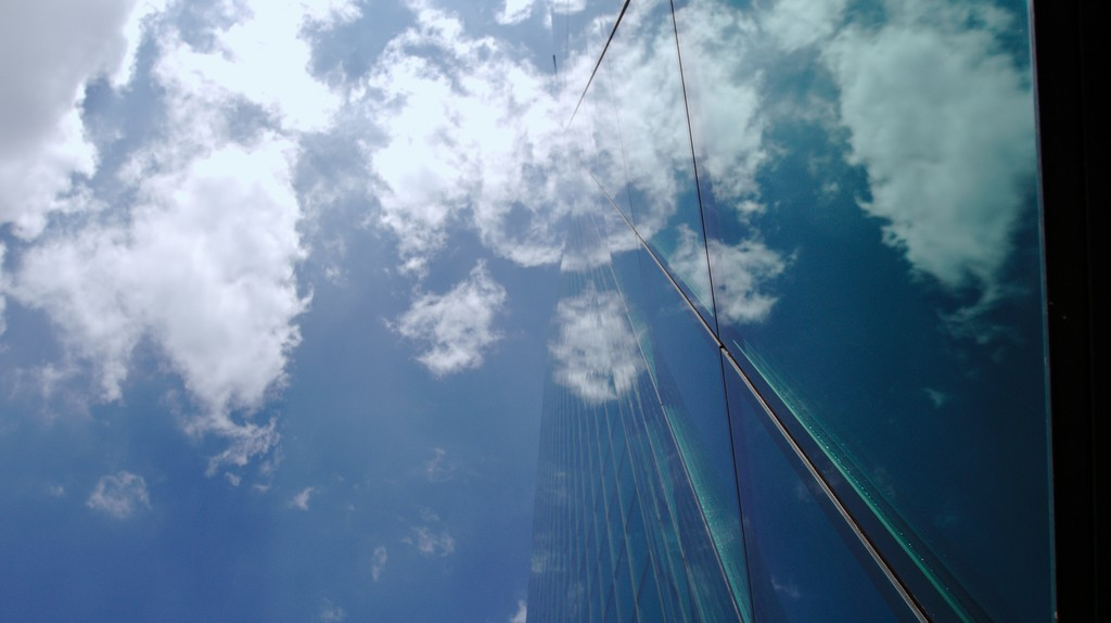 Glass and the sky merge at Zurich's Prime Tower  © Bill/ Flickr