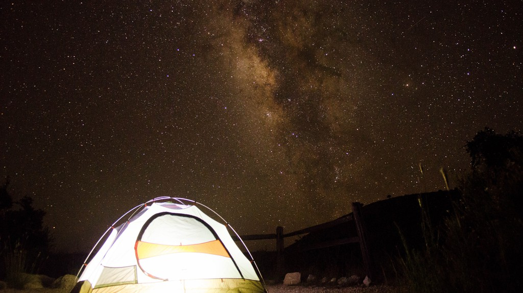 Camping under the stars | © Michael Villavicencio / Flickr