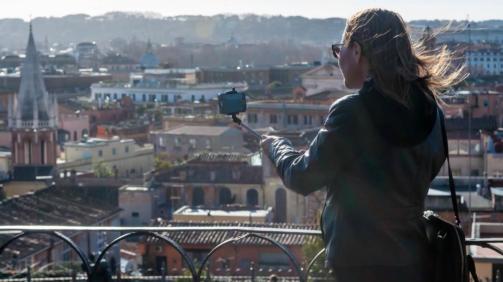 Selfie stick tourist   © Marco Verch/Flickr