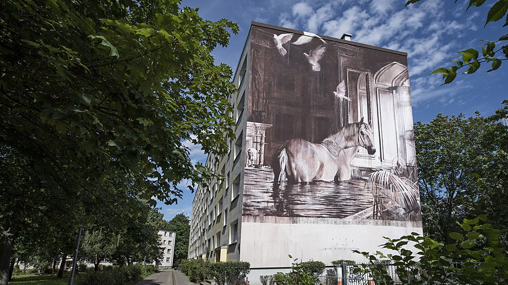 Ricky Lee Gordon paints a wall for Urban Nation's One Wall Project in Berlin | © Nika Kramer / Urban Nation
