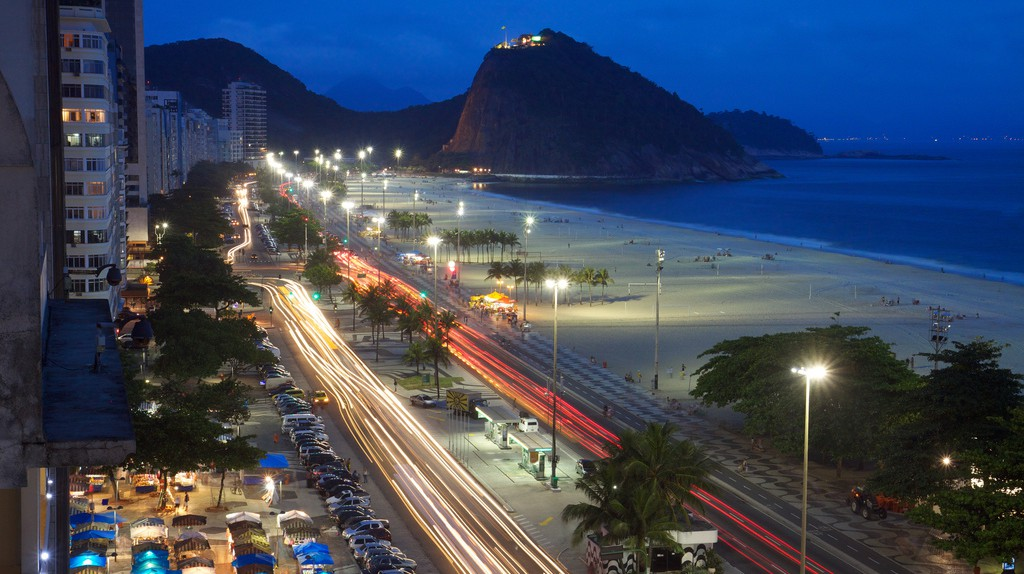 Copacabana Beach at night | © Marcin Wichary/Flickr