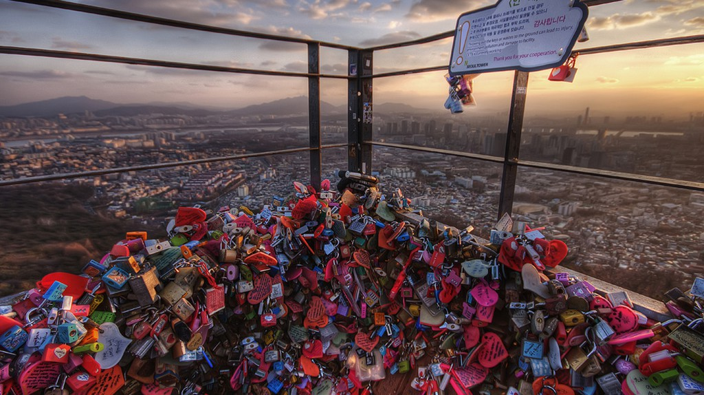 Love locks over Seoul   © Jimmy McIntyre/Flickr