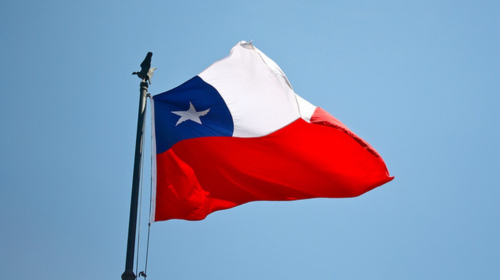 Chile flag © Amelia Engel / flickr
