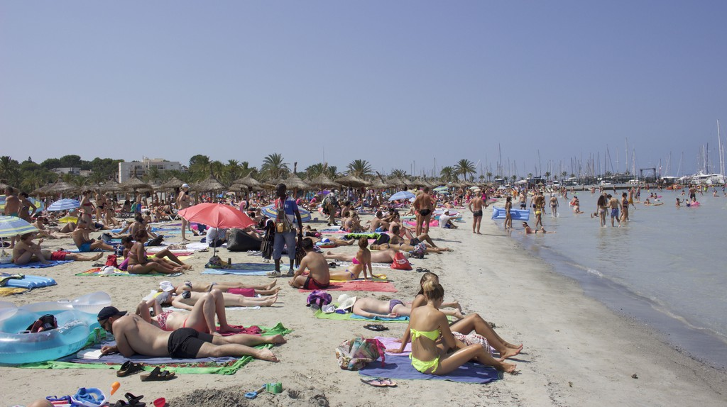 S'Arenal Beach © Leon Beckenham