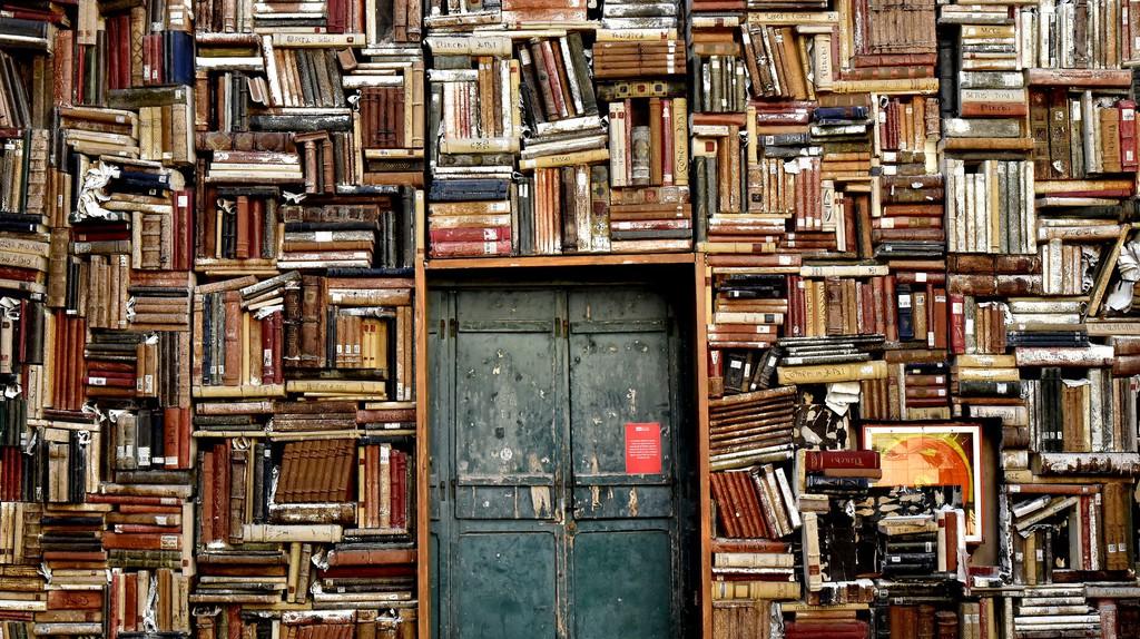 Books with more books |© Ninocare / Pixabay