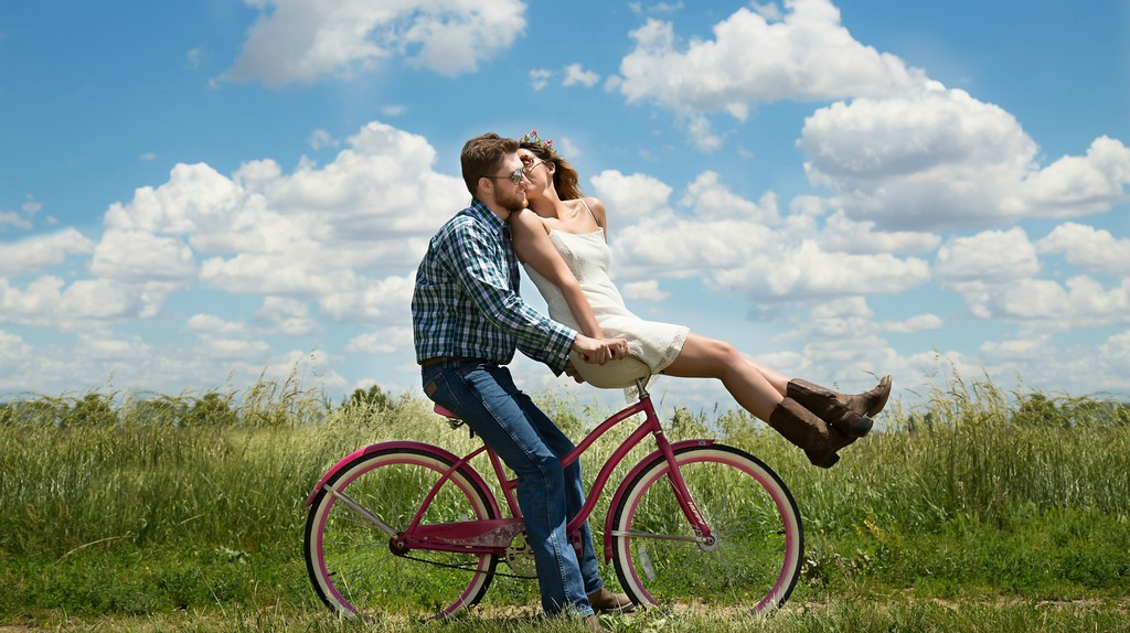 Couple on bike|©3194556/Pixabay