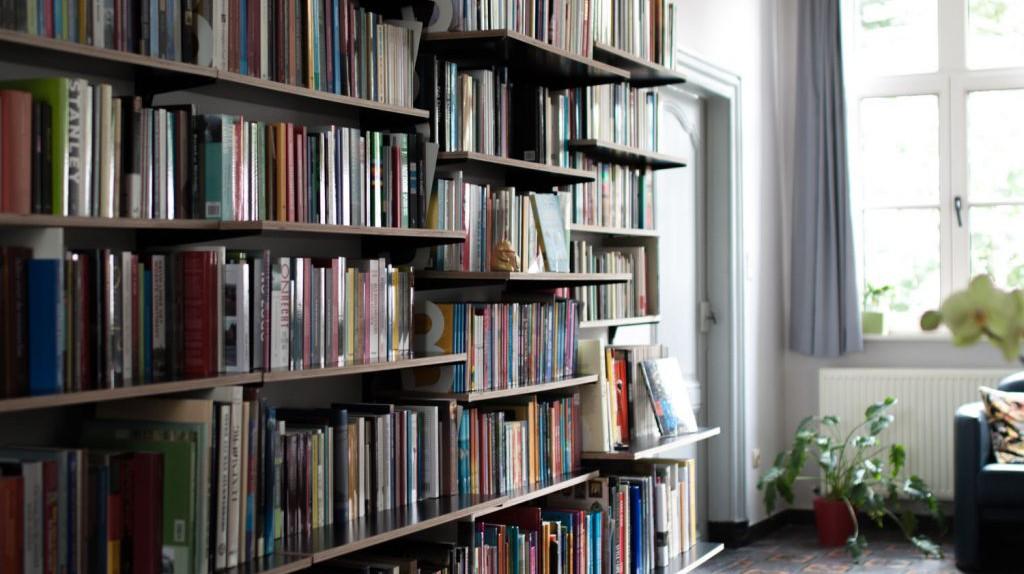 De Kaft, literature hunting in a living room