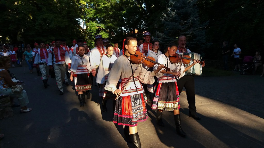 Traditional folk dress and folk music is celebrated in Slovakia | © walkerssk/Pixabay