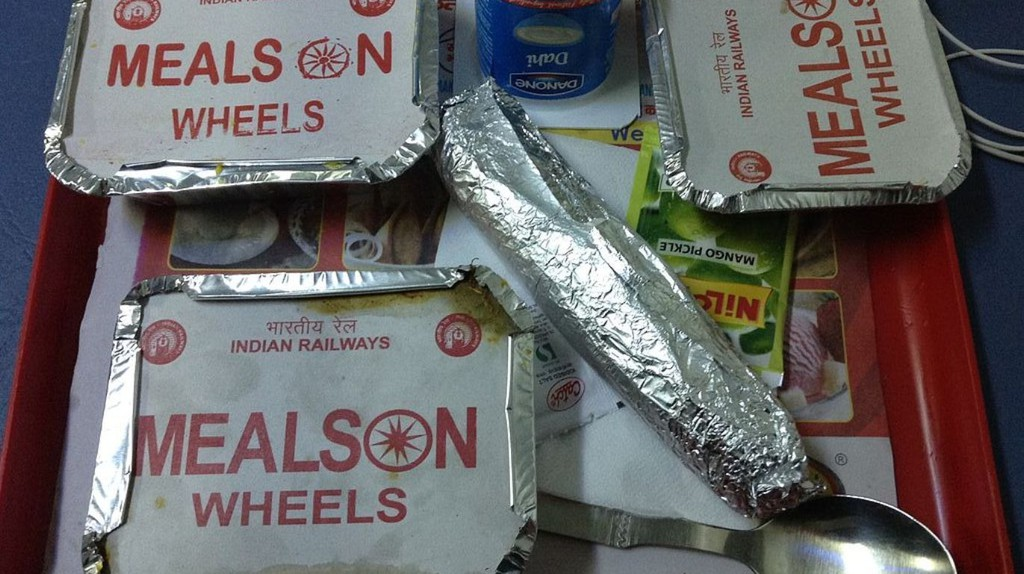 "<a href=""https://commons.wikimedia.org/wiki/File:Food_in_Rajdhani_Express_Indian_Railways_2.jpg"" target=""_blank"" rel=""noopener noreferrer"">Train Food in India | © AbhiSuryawanshi / Wikimedia Commons</a>"