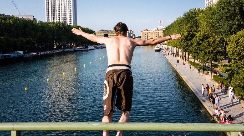 Jumping in the Canal │© Olivier Ortelpa / Flickr