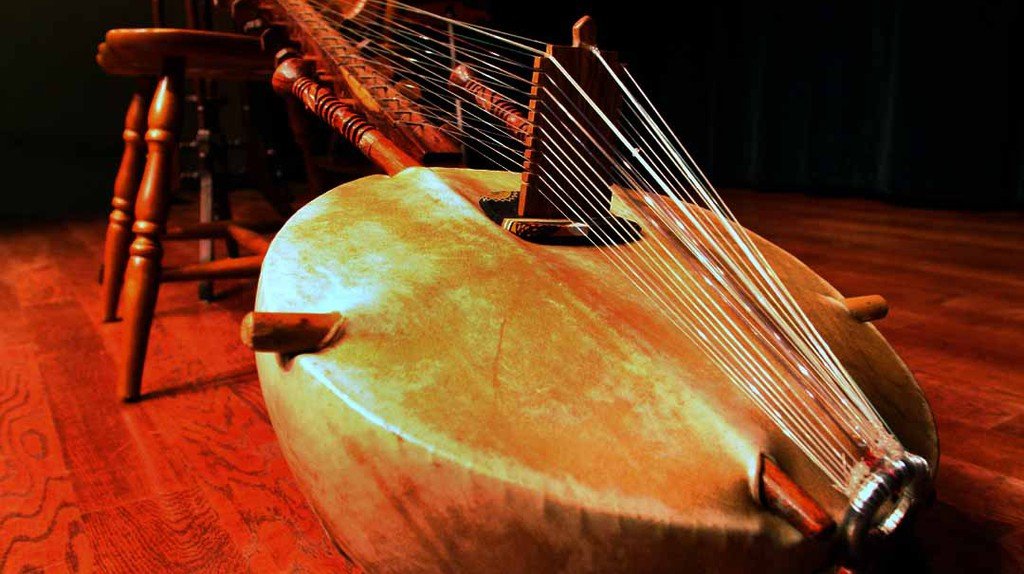 One of Africa's many musical instruments, the African lute, called the kora | © wikimedia.org