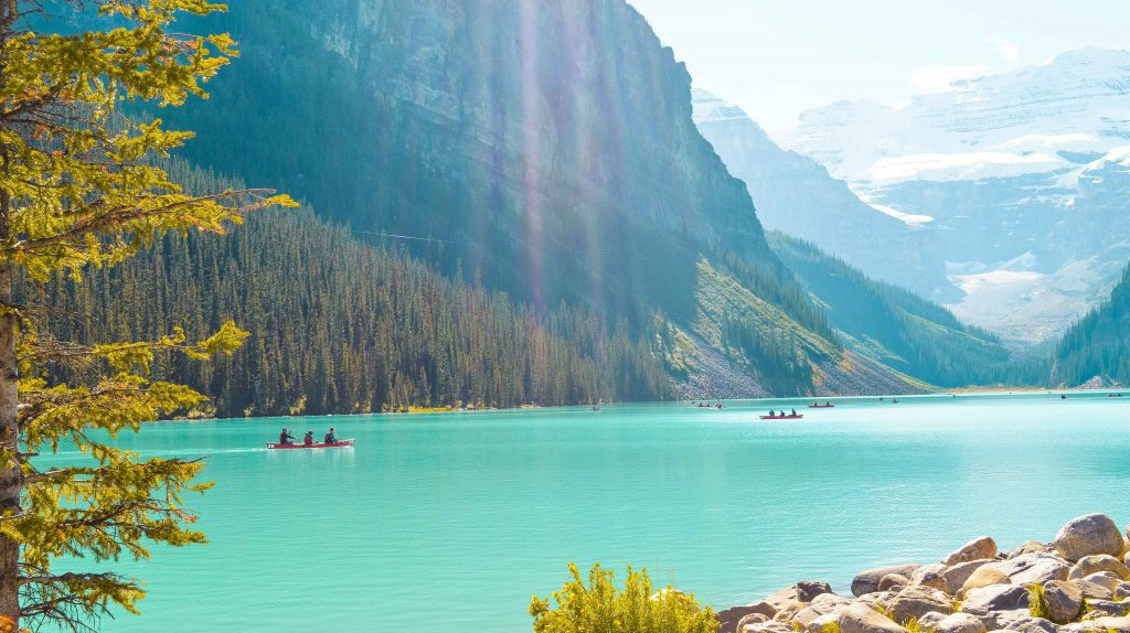 Lake Louise   © Hayley Simpson