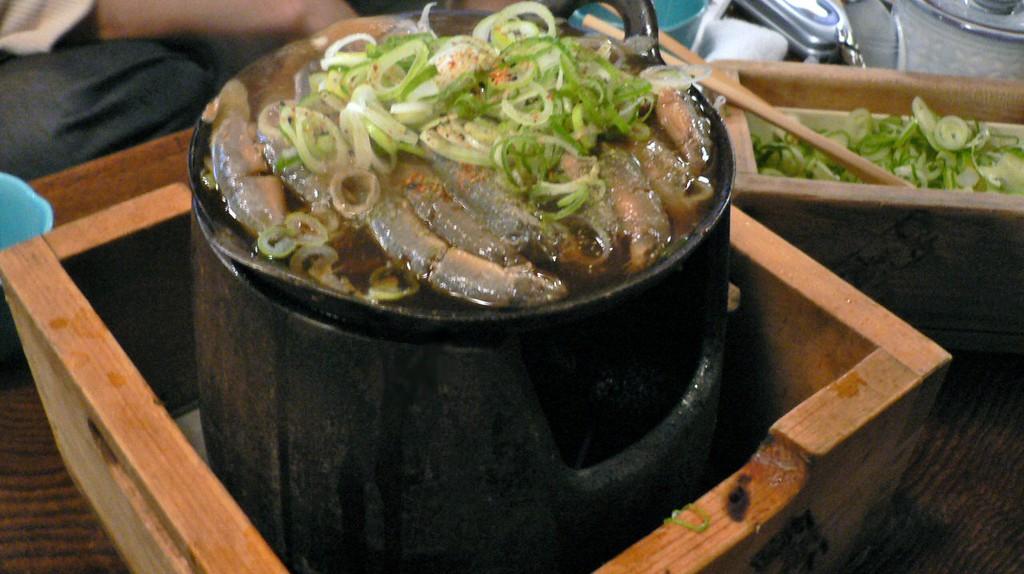 Loaches with negi at Kamagata Dozeu (Dojo) | © hirotomo t/WikiCommons