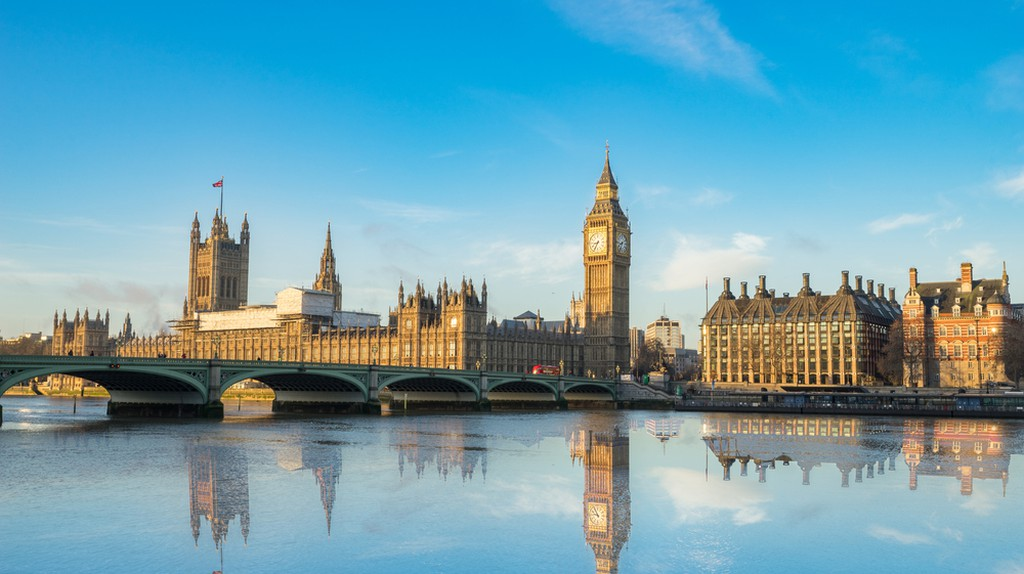 The Palace of Westminster and Westminster Bridge | © Pajor Pawel / Shutterstock