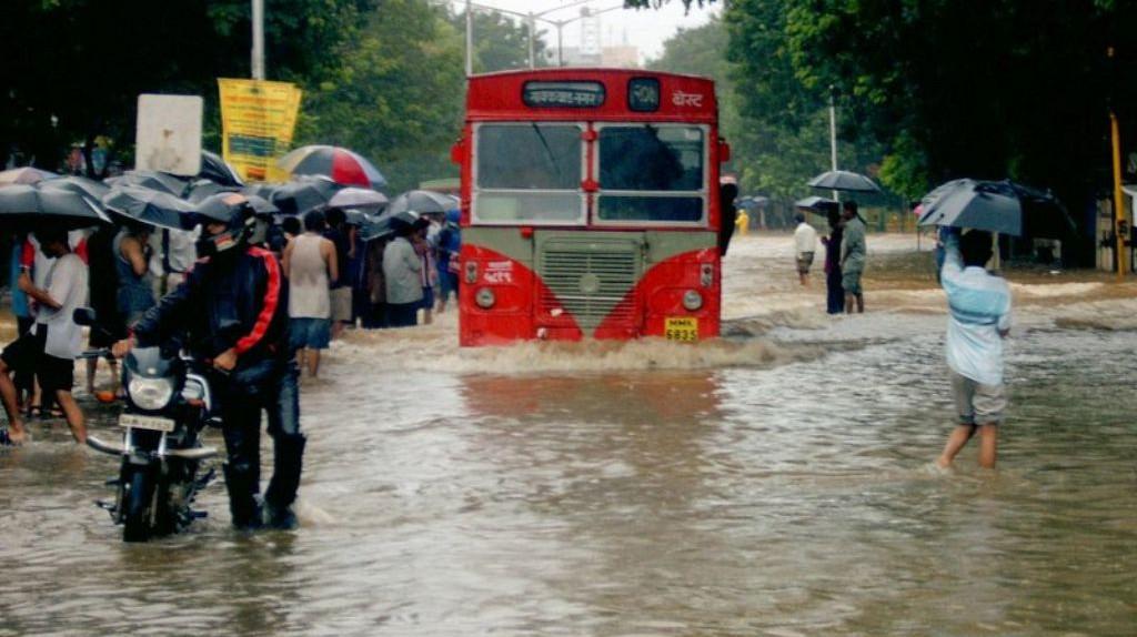 Water-clogged streets in Mumbai | © Hitesh Ashar / Flickr