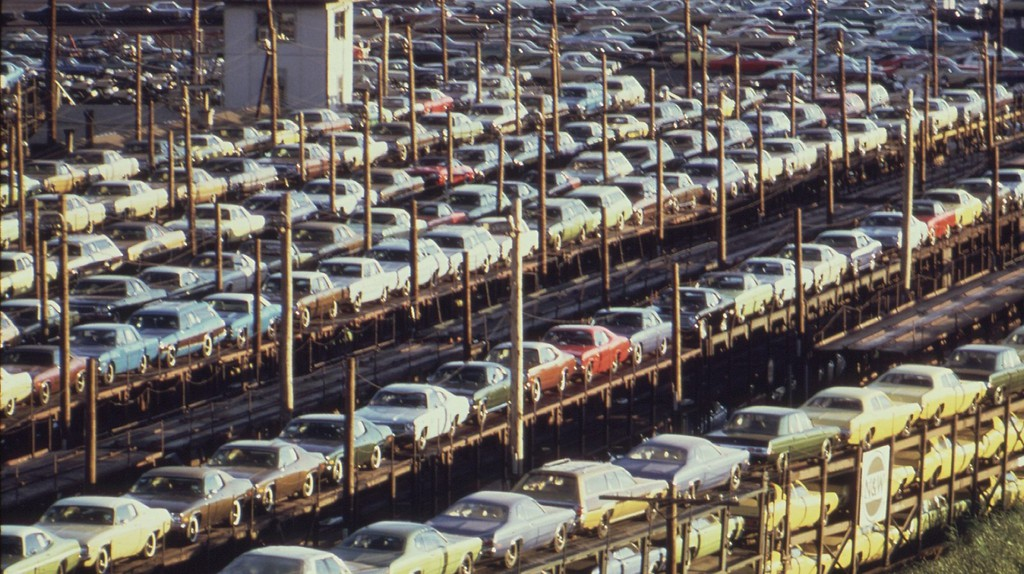 """<a href=""""https://commons.wikimedia.org/wiki/File:FOB_DETROIT-NEW_CARS_ARE_LOADED_ONTO_RAILROAD_CARS_AT_LASHER_AND_I-75_-_NARA_-_549696.jpg"""" target=""""_blank"""" rel=""""noopener noreferrer"""">New cars built in Detroit loaded for rail transport, 1973 