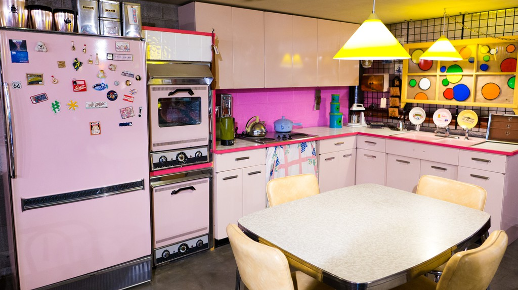 Retro Vegas Pink Kitchen