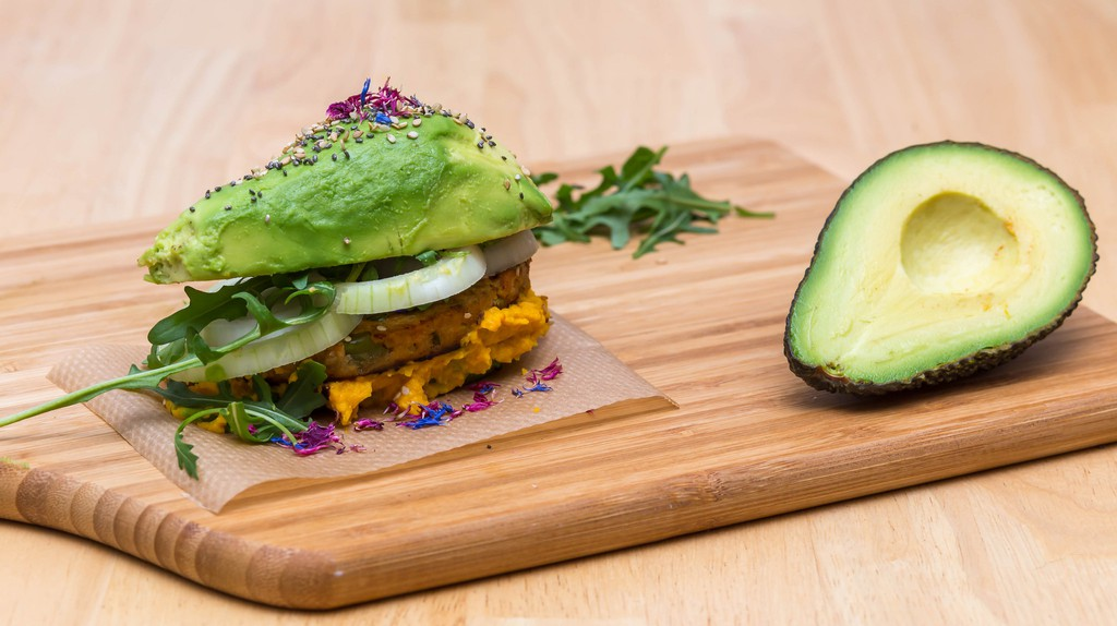 Self-made Avocado burger © Marco Verch