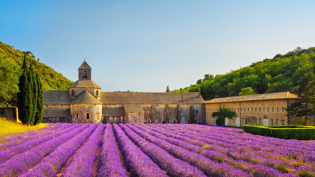 The sublime Sénanque Abbey in Provence | © StevanZZ/Shutterstock