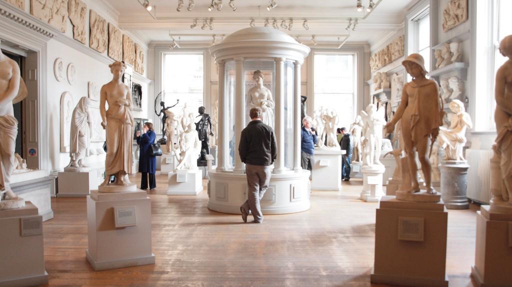 Statue Room, Walker Art Gallery | © Arthur John Picton/Flickr