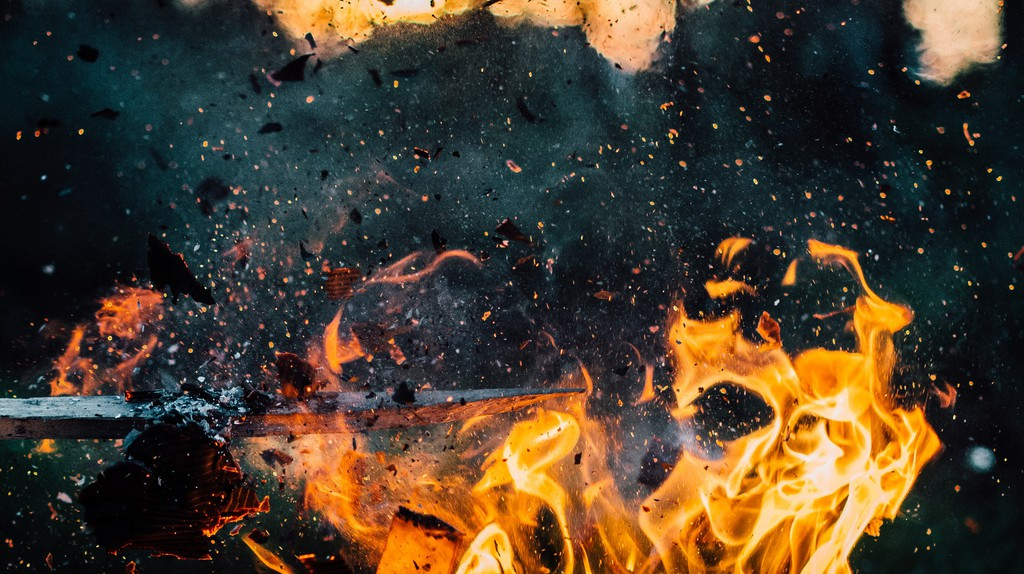 Flaming Tar Barrels in Ottery St Mary | © Pexels