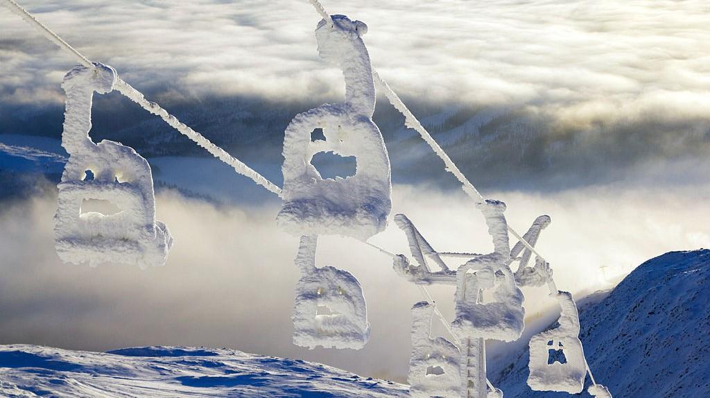 "<a href = ""https://www.flickr.com/photos/andersc77/5335118767/""> Snow lift   © Anders Carlsson/Flickr"