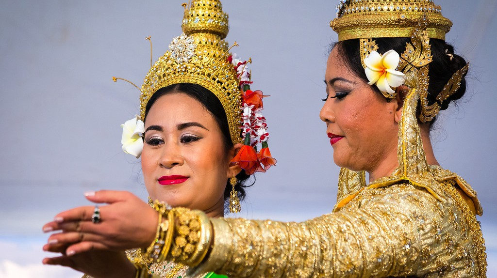 Traditional Khmer Dancers   © Mobilus In Mobili / Shutterstock