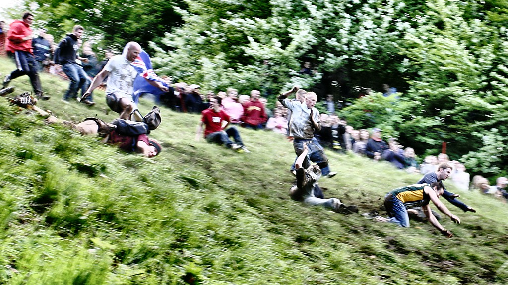 Cheese Rolling at Cooper's Hill | © Michael Warren/Flickr