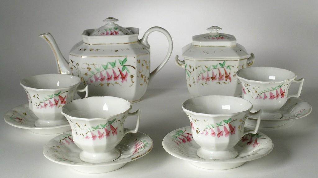 China tea set | © Ashley Van Haeften/Flickr