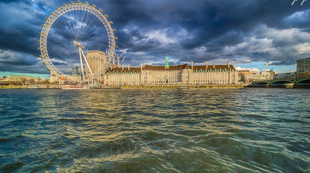 London Eye and London Aquarium side-by-side | © Yogendra Joshi/Flickr