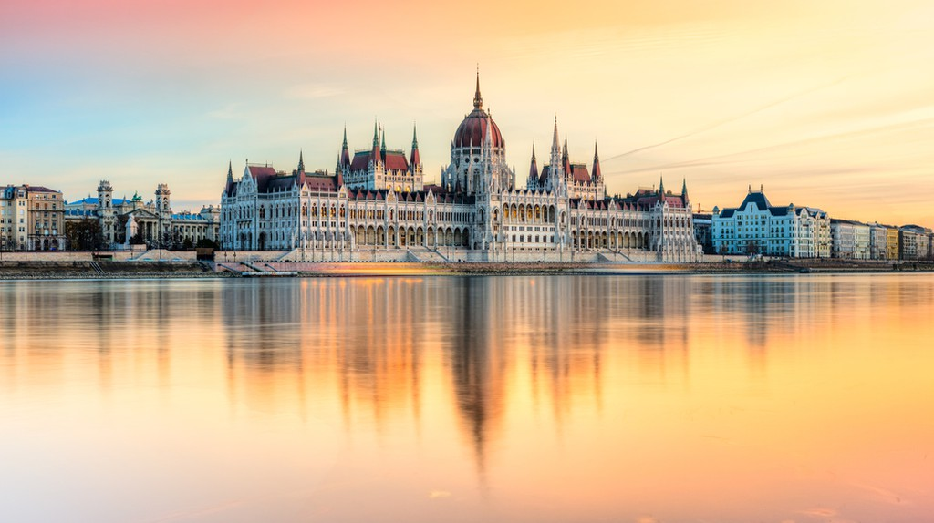 View of Budapest parliament at sunset, Hungary | © Luciano Mortula - LGM / Shutterstock