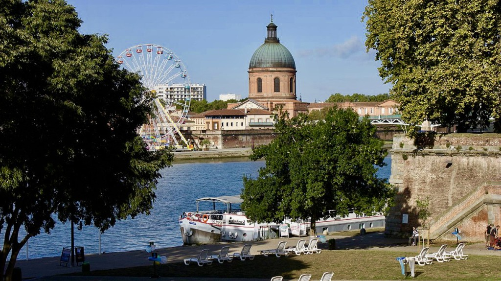 "<a href=""https://commons.wikimedia.org/wiki/File:Toulouse_-_Quai_de_la_Daurade_02.jpg"" target=""_blank"" rel=""noopener noreferrer"">Quai de la Daurade in Toulouse | © Pistolero/Wikimedia Commons</a>"