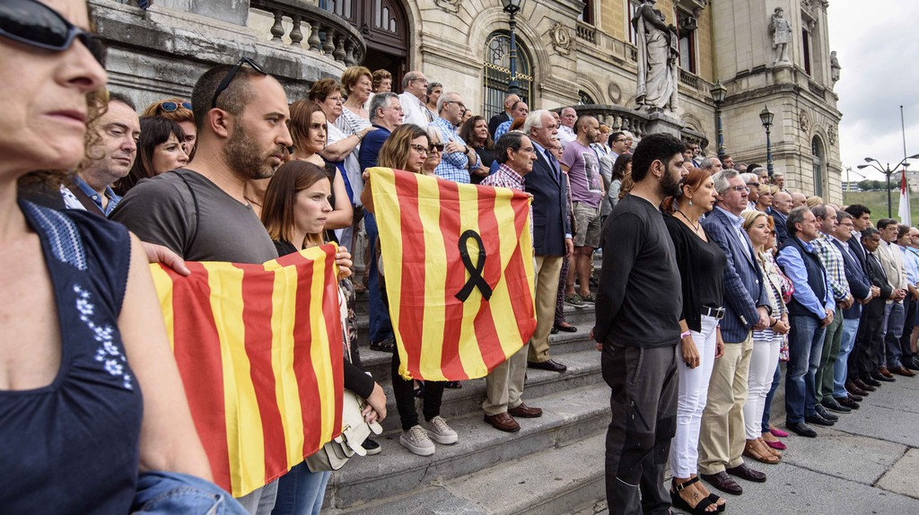 People pay respect for those affected by the Barcelona terror attacks | Javier Zorrilla/EPA/REX/Shutterstock