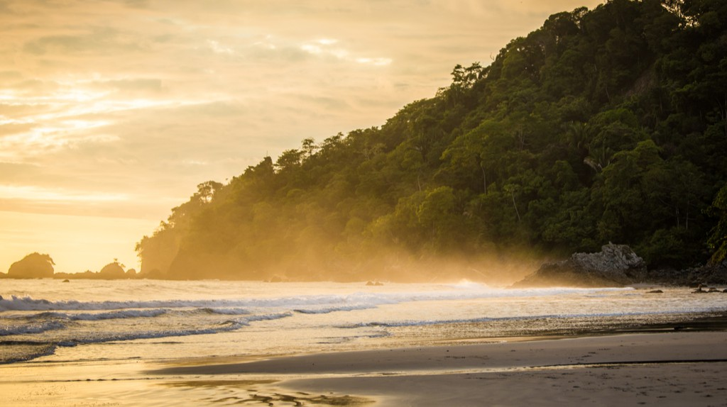 Sunset spray in Costa Rica | © Sergey Golubin/Shutterstock