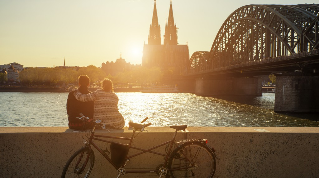 A young couple watches the sun set over Cologne Cathedral  © Prasit Rodphan / Shutterstock