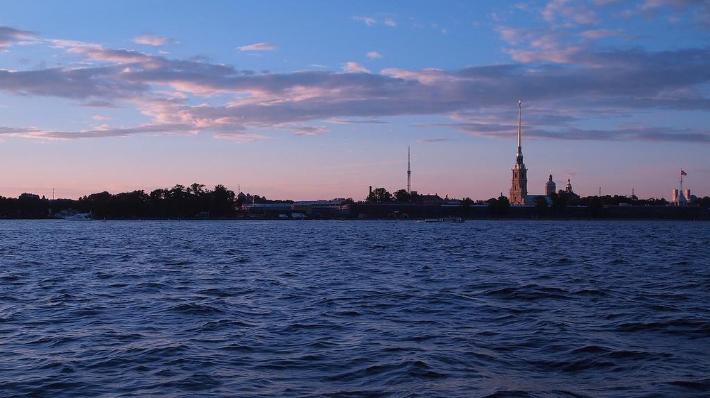 The Neva river at dusk I © epicantus/Pixabay