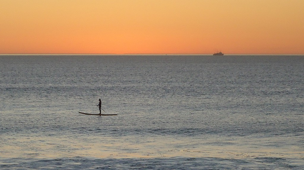 Stand up paddle boarding at sunset | © Ian Barbour/Flickr