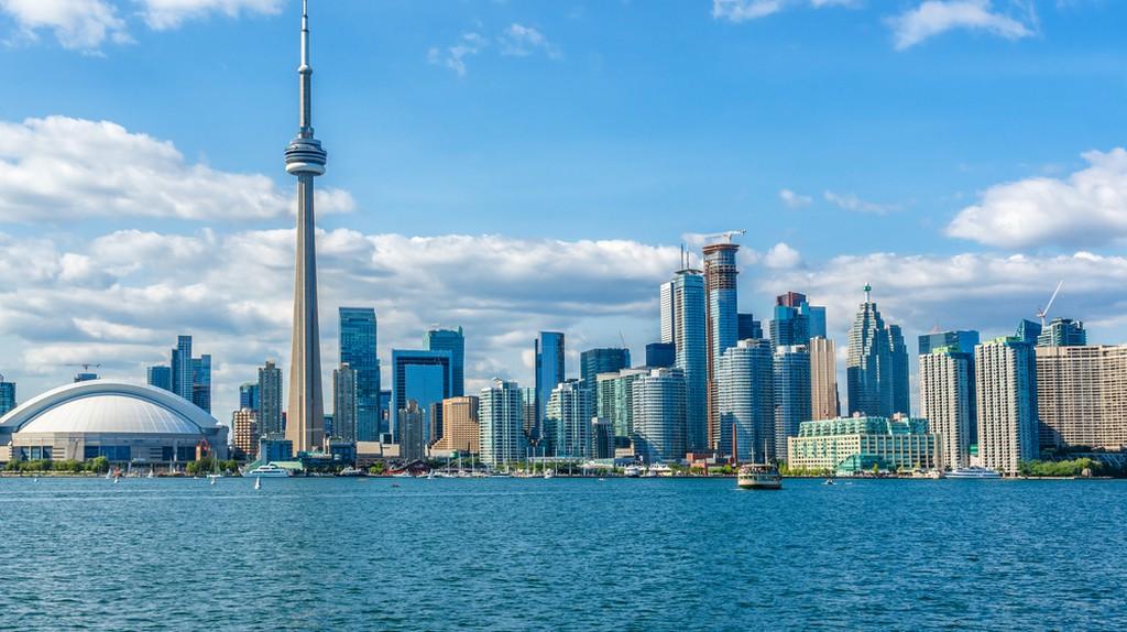 The beautiful Toronto's skyline over Lake Ontario. Urban architecture. Ontario, Canada | © Kiev.Victor / Shutterstock