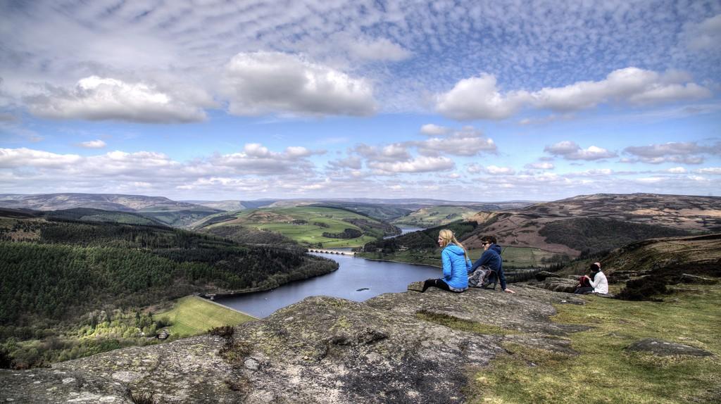 Watching the world go by, Peak District | © Simon Harrod/Flickr