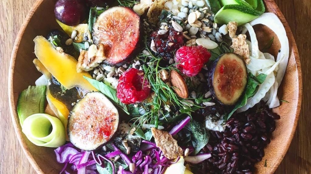 One of the colourful salad bowls at smÄak Natural Food in Tours |Courtesy of smÄak Natural Food