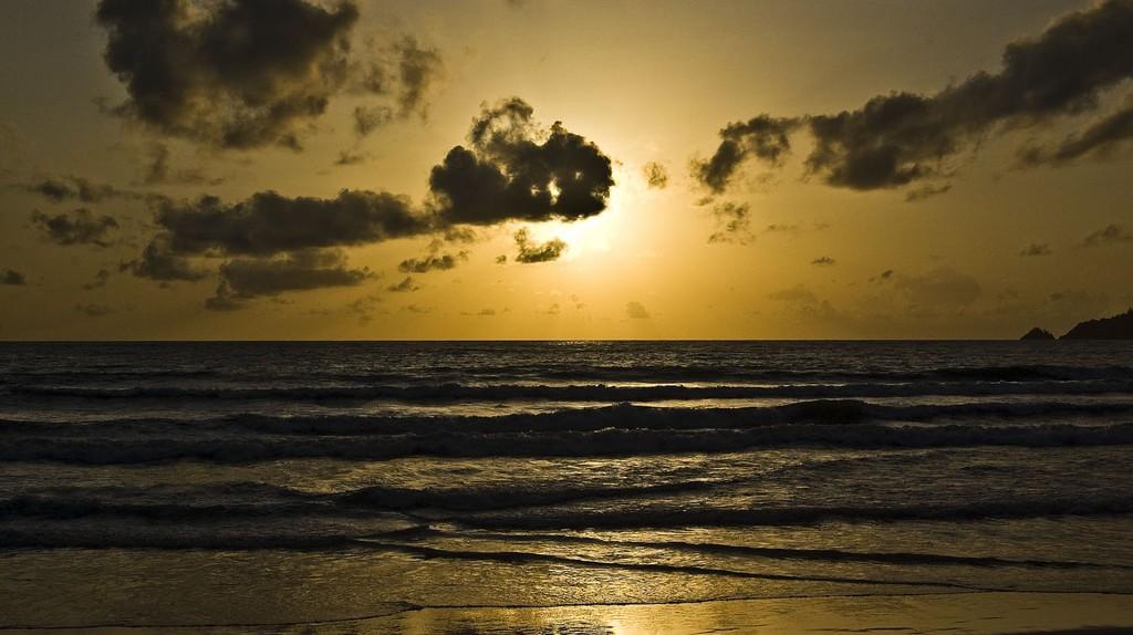 Phuket at dawn   © chee.hong/Flickr