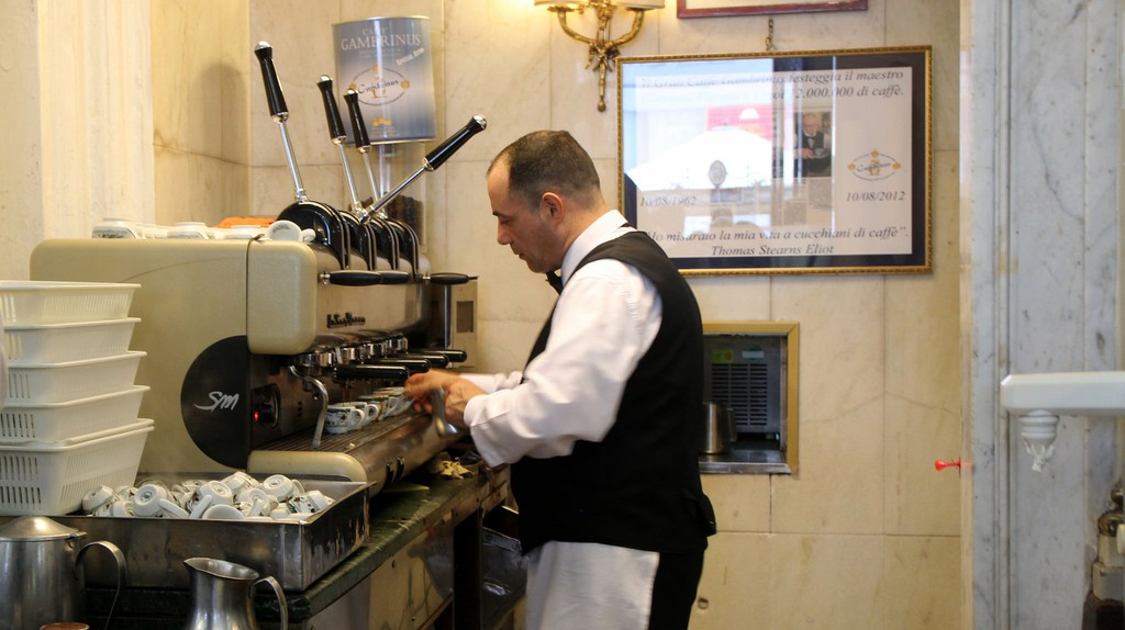 A barista expertly prepares the orders at Caffè Gambrinus | © Bex Walton/Flickr
