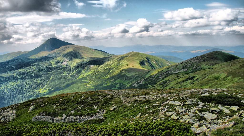 Carpathian Mountains I © Iurii Bakhmat/Flickr